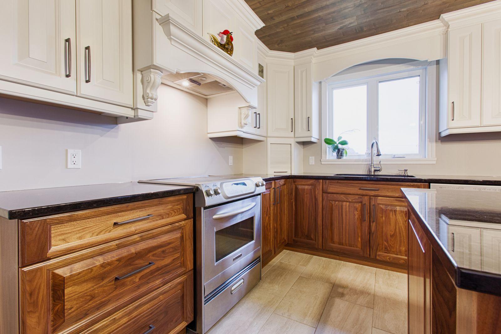 armoire de cuisine haut de gamme cookshire pr s de. Black Bedroom Furniture Sets. Home Design Ideas